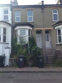 2 bed house with garden - Greenhithe