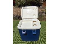 Picnic insulated hamper with drink bottles