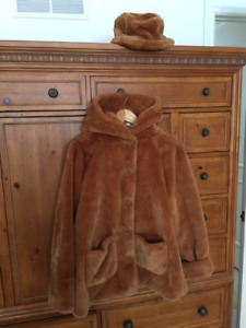 Girls faux fur coat with matching hat (GAP) Size L