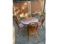 Golden pine chunky table with 4 chairs