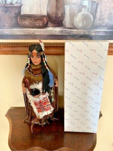 DUCK HOUSE -RARE- INDIAN DOLL HDDOOM DOLL 20 Inches W/ Papoose / Original Box