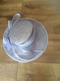 Beautiful pale lilac special occasion hat/wedding/ascot hat. Size medium. Includes storage box.