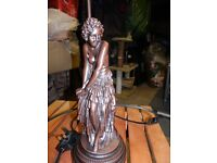 Attractive figurine table lamp