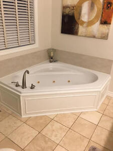 Corner hydro massage bathtub