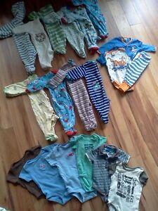 Lot de 25 mrcx pyjamas/cache couche 3-6 mois