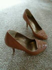 Tan Court Shoe Size 1