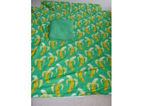 Duvet cover for double bed: bright and good for student. Matching fitted sheet & 2 pillow cases