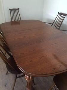 Antique Oak Extension Dining Table with two leaves. Pristine North Beach Stirling Area Preview