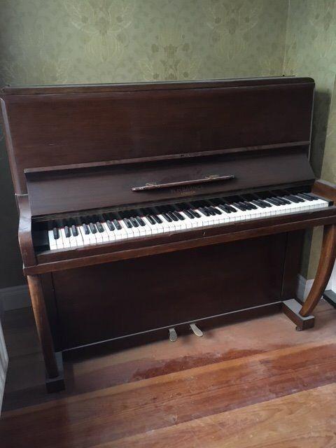 Vintage Piano WH Barnes London
