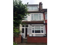 Modern clean 3 bedroom flat on Links Road, Tooting. 15mins walk Tooting Tube, 5mins to Tooting Rail