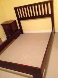 Like New Queen Bed and Frame/Night Table