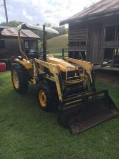 35 hp 4wd Tractor with FEL