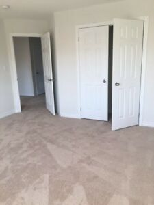 Rooms near UOIT are available for rent in OSHAWA from May 1st