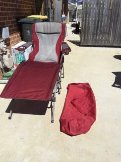 BARGAIN!!!!!!Gorgeous burgundy full length lounger with carry cas