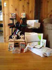 ENSEMBLE COMPLET CONSOLE Wii+ROCK BAND+GUITARE HERO+Wii FIT PLUS