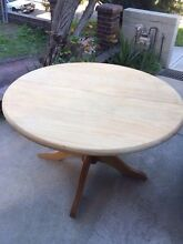 FREE Table round extendable Coogee Coogee Eastern Suburbs Preview