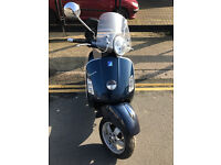 2011 Piaggio Vespa GTS 125 gts125 in Blue great condition + Few Extras