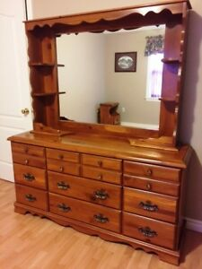 4-Piece Solid Pine Bedroom Set