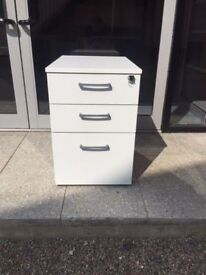 White 3 drawer office pedestal with key
