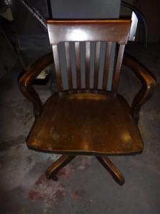 Belle chaise de bureau à l'ancienne