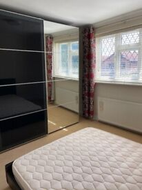 2 x large Double room to Let in Langley