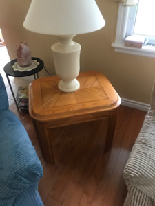 2 end tables, 2 lamps and coffee table