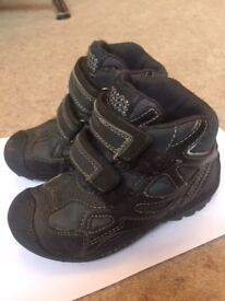 GEOX waterproof children's ankle boots, navy blue, size 8.5. Excellent condition.