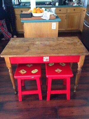 Vintage Antique French American Provincial Pilgrim Farm Table +(2) square stools
