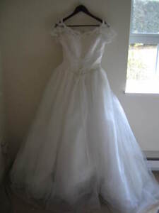 Wedding Dress w/stain perfect for Halloween