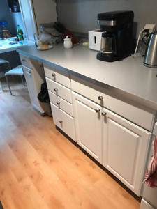 Kitchen base cabinets - great condition