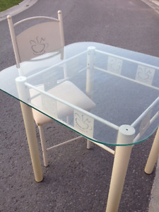 Glass table with 2 chairs