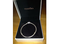 Pandora Pave Heart Moments silver braclet