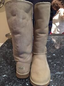 Ladies Sand colour UGG boots in size 5/6 with sheepskin fur lining