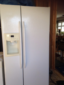 Fridge with Ice/Water Dispenser plus 3 Kitchen Appliance Pkg