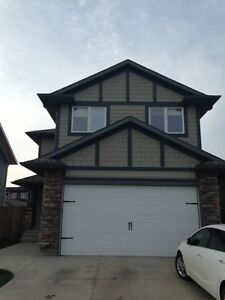 Large 3 bd room Home on Crescent in Stonebridge with Garage