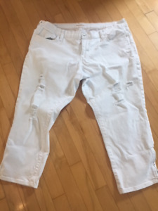 "Old Navy ""the flirt"" white distressed ankle length jeans"