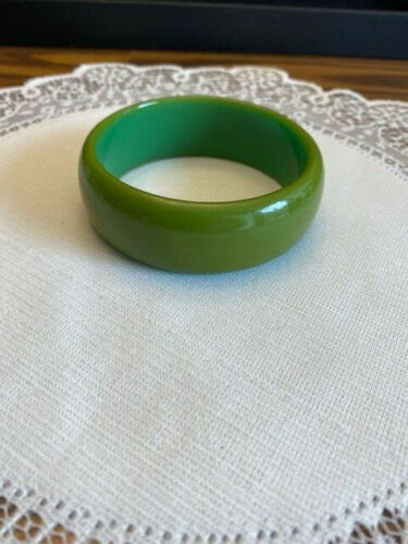 Green Vintage Bakelite Bangle Bracelet