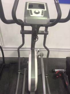 EX-DEMO SEMI COMMERCIAL CROSS TRAINER GREAT FOR HOME OR GYM