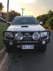 HiLux 2008 SR5 4x4 extra cab with Trade Canopy