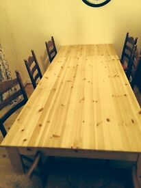 Pine dining/ kitchen table .. very good condition
