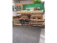 PALLETS *Free TO COLLECT**
