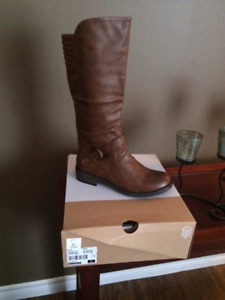 NEW BROWN BOOTS