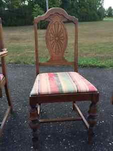 antique walnut diningroom table and 6 chairs Kingston Kingston Area image 3