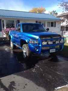 MINT 2001 Dodge Ram 1500 Pickup Truck