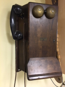 Antique / Vintage Canadian Northern Wood Case Wall Telephone