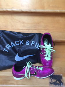 New NIKE RIVVAL MD Track and Field Cleats- Ladies 8