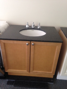 Single vanity with granite counter – great condition!