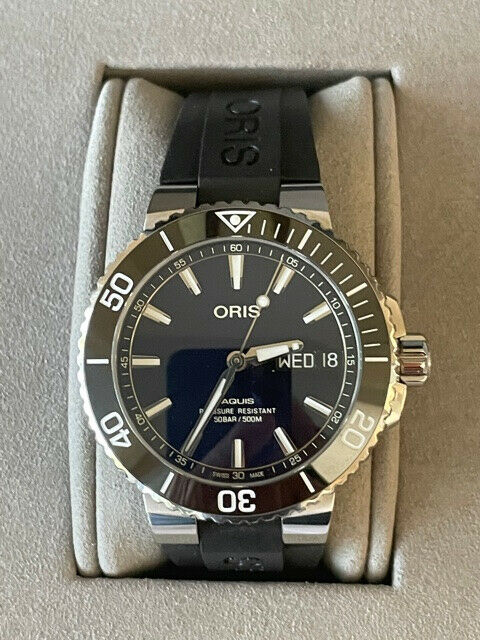 Oris Aquis Big Day Date 500m Dive Watch in Near-Mint Condition - watch picture 1