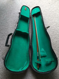 1/4 Size Violin Case (like New) & Bow