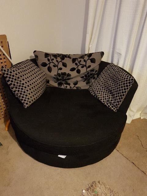 Cuddle swival chair